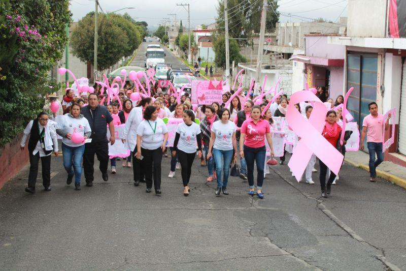 Realizan en Tetla caminata para concientizar acerca del cáncer de mama