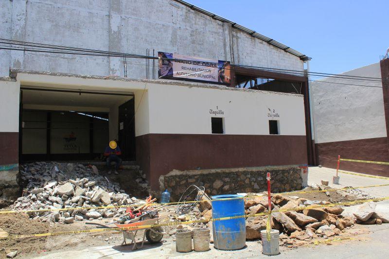 Inician trabajos de remodelación del auditorio de Tetla de la Solidaridad