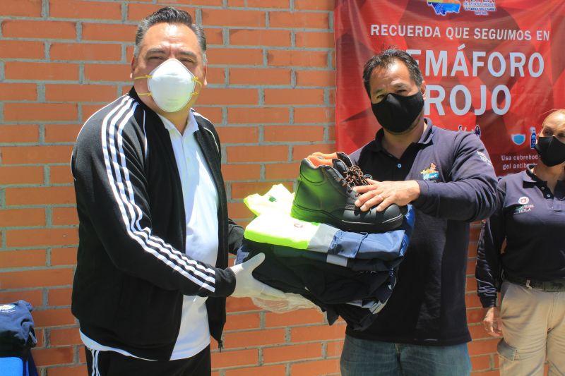 ENTREGAN UNIFORMES A PERSONAL DE PROTECCIÓN CIVIL DE TETLA